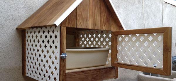 Casinha ou banheiro de madeira?