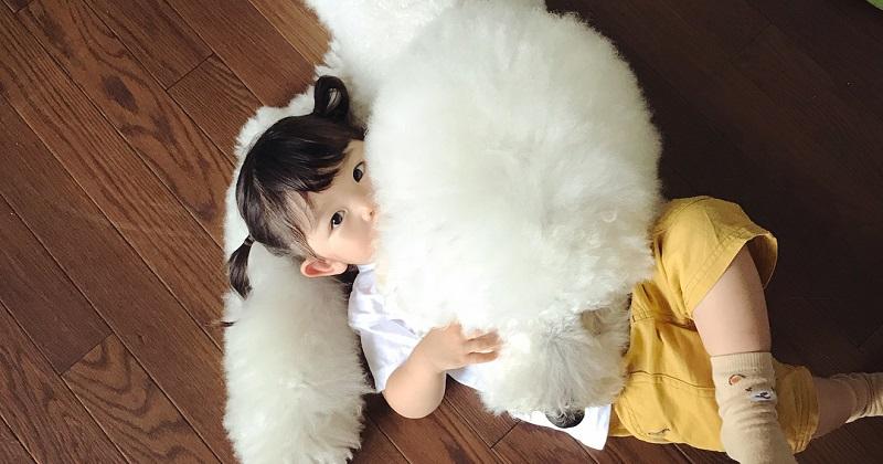 11 imagens da amizade de uma menina com seus cachorros